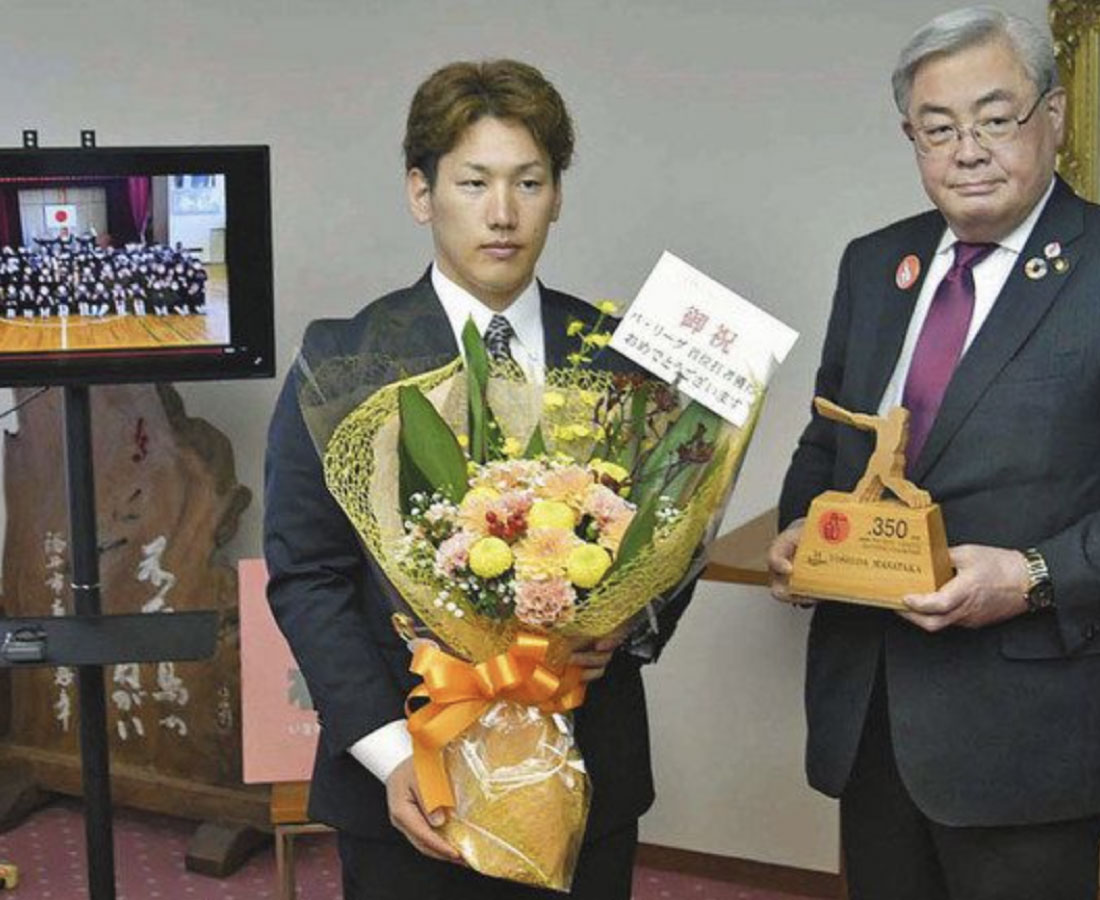 吉田正選手 地元福井に勇気  パ・リーグ首位打者 市長たたえる