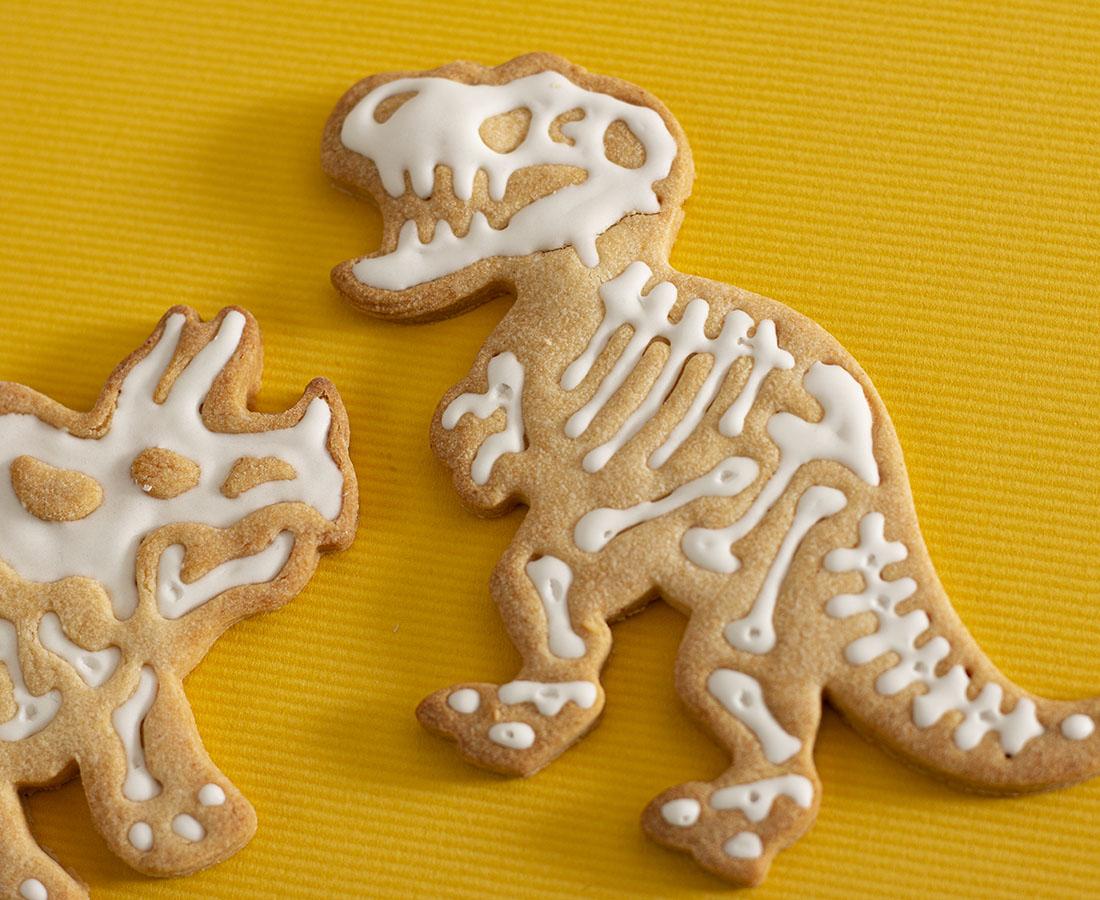 今日のおやつは、菓子工房 茶菓菜(さかな)の恐竜きなこクッキー♪