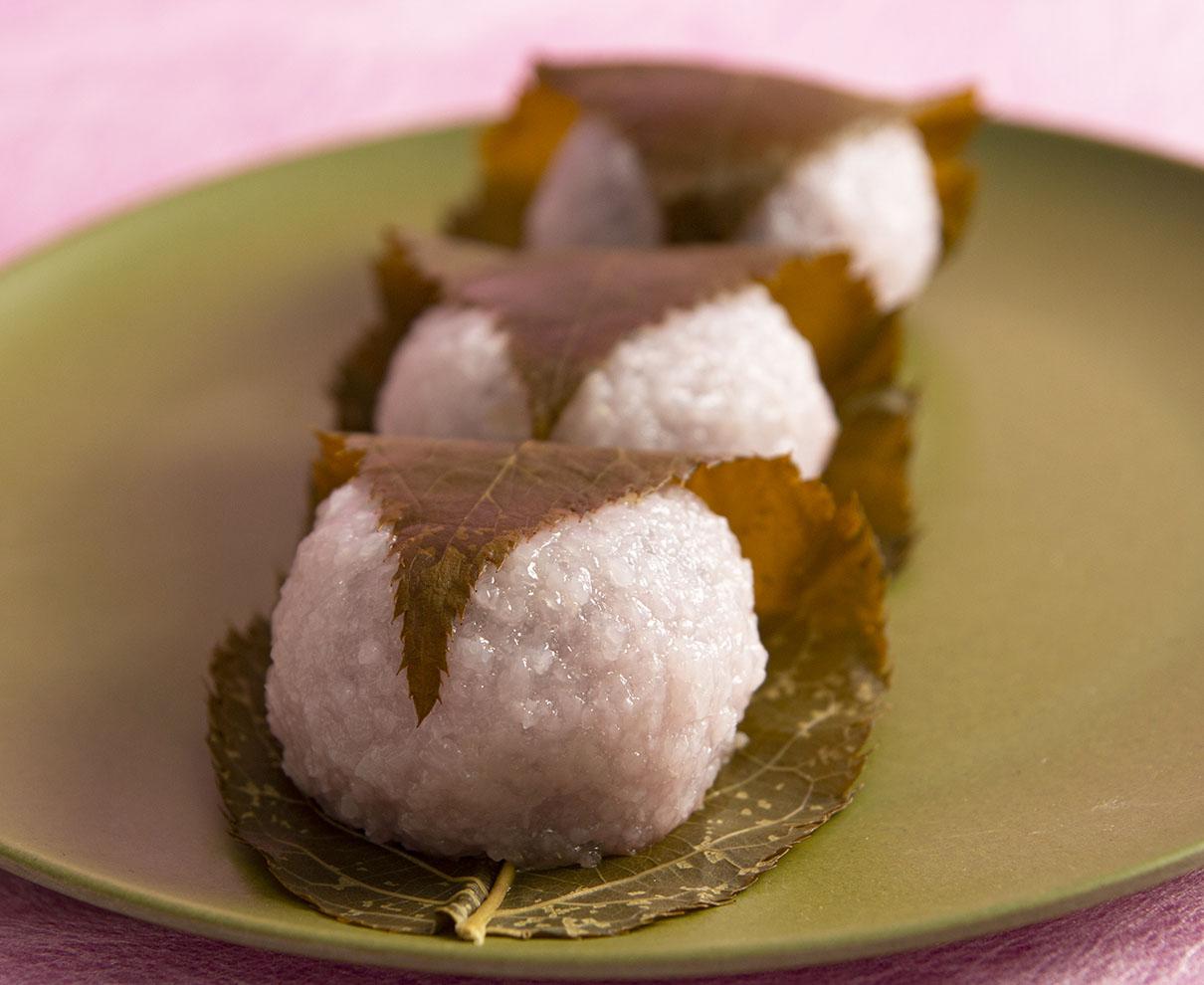今日のおやつは、越前 笹木餅のさくら餅♪