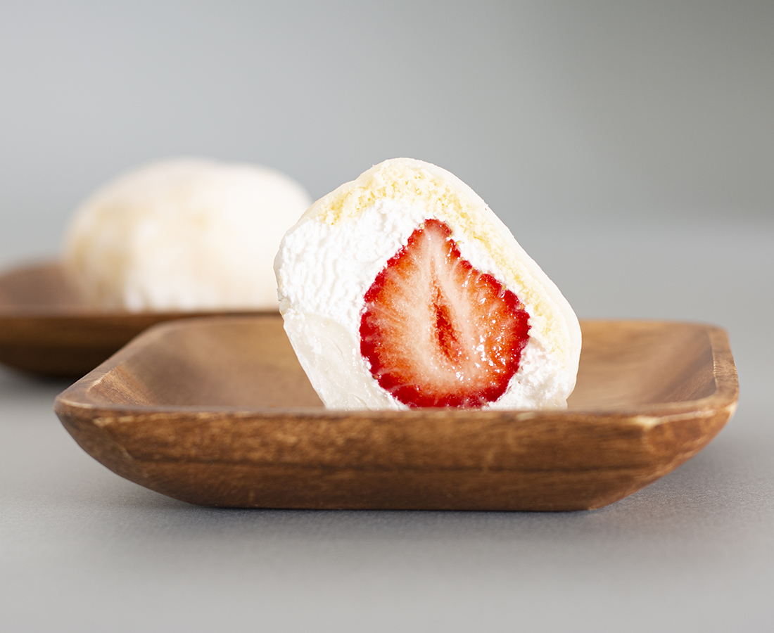 今日のおやつは、四季創菓HAYASHIの苺ケーキ大福(あまおう)♪