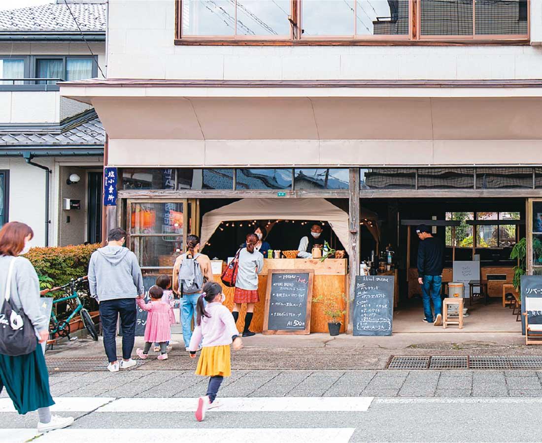 """月刊ウララ12月号特集『訪れて 愉しい 街とお店』まだまだ知らない""""いいお店""""をご紹介。"""