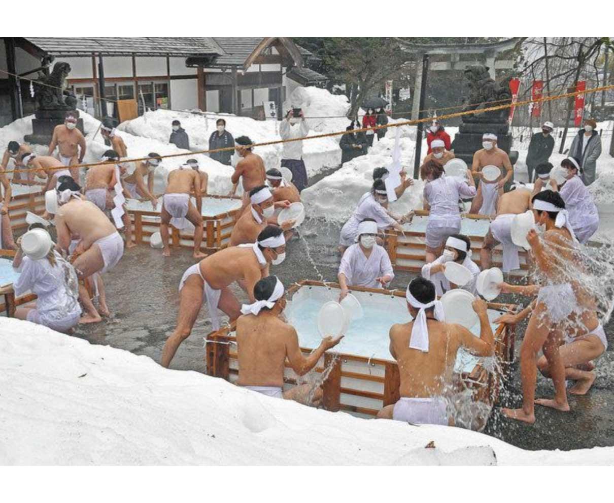 コロナ退散だ 冷水ザブ〜ン 足羽神社で寒中みそぎ
