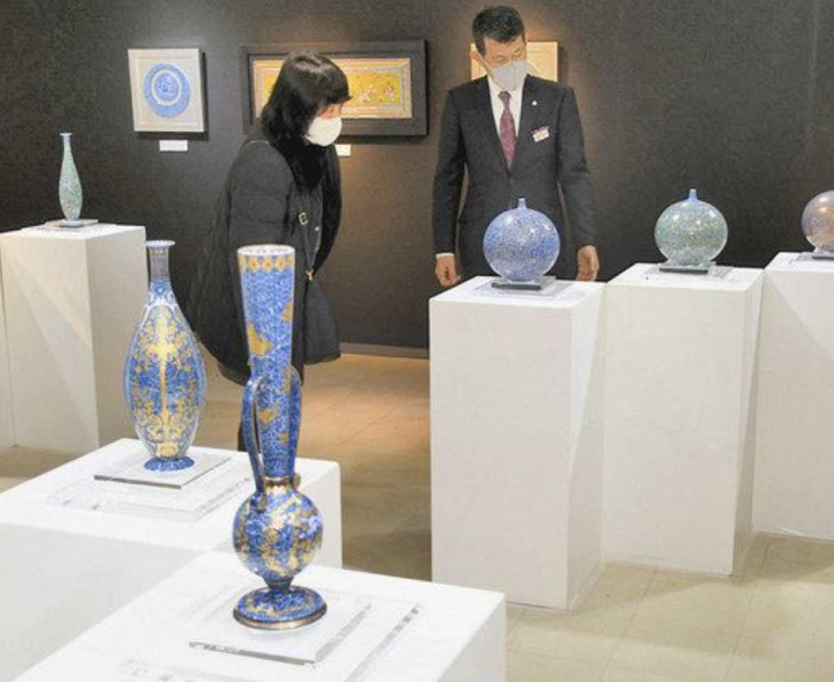 緻密で優美な文様見て 福井佐賀の陶芸家個展始まる