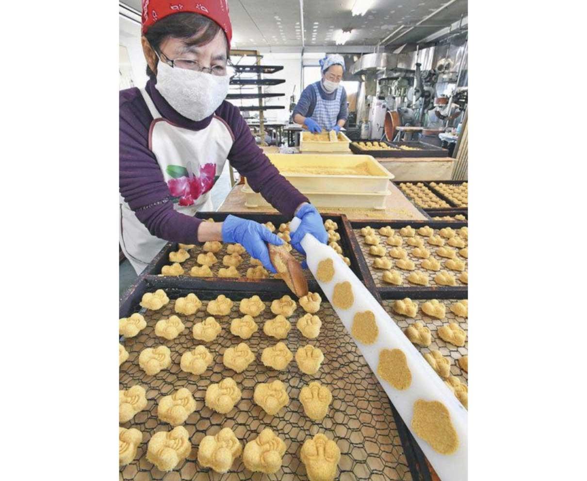 福呼ぶ豆らくがん次々と 敦賀で製造最盛期