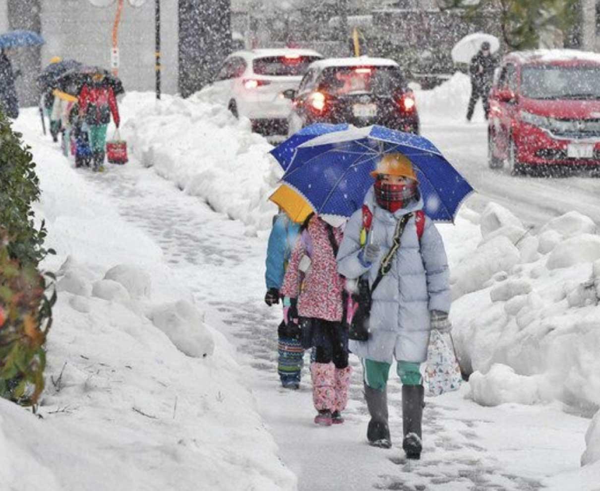 小中学校再開 通学路真っ白 福井や大野など