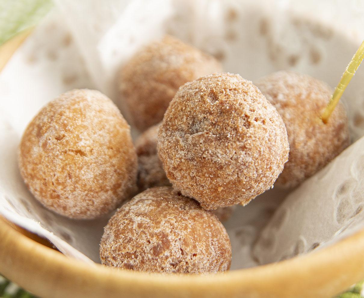 今日のおやつは、菓子工房 poco a pocoのお豆腐ドーナツ(いちご)♪