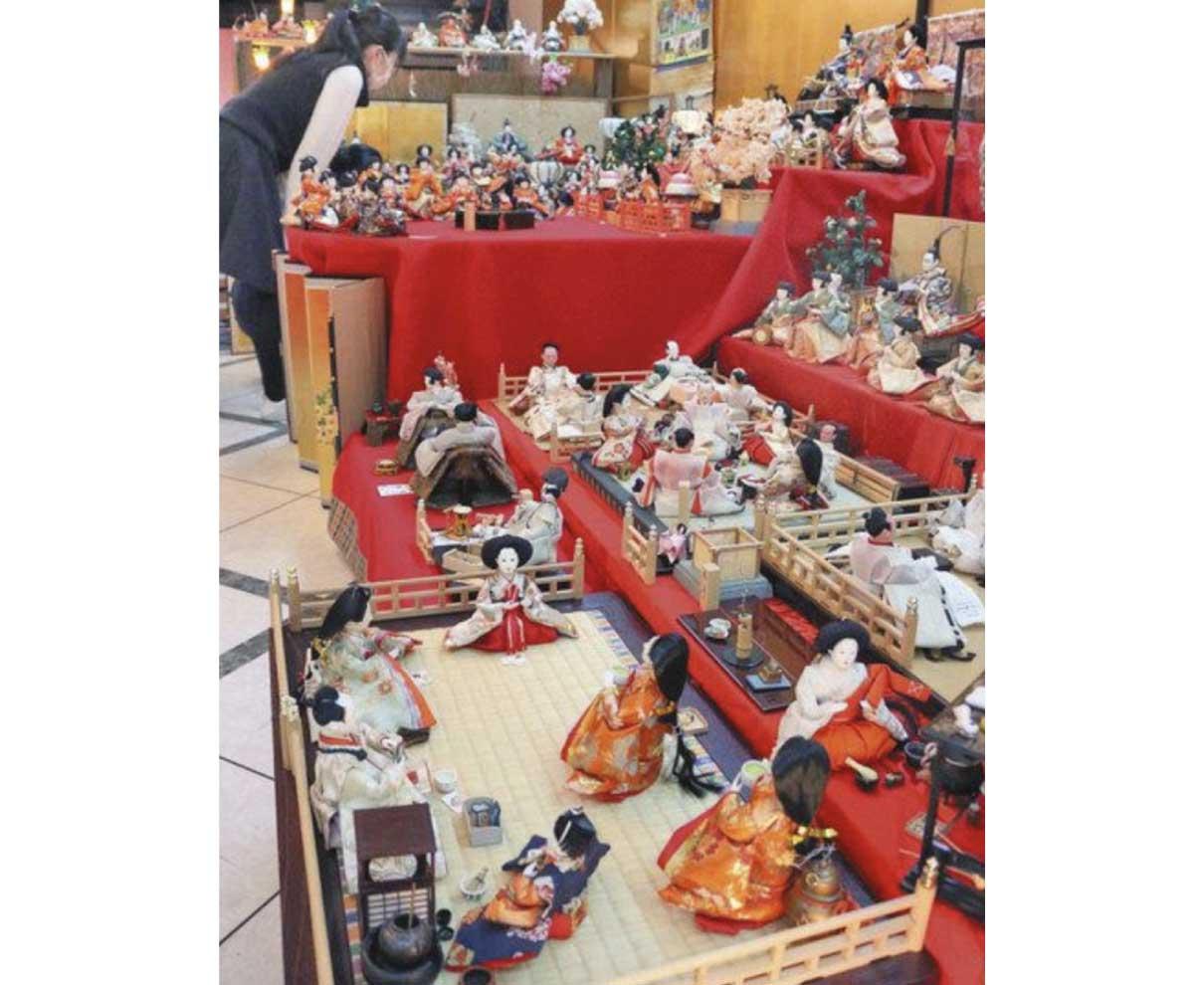 遊び心あふれる ひな人形 あわらの画廊喫茶 750体展示「見に来て」