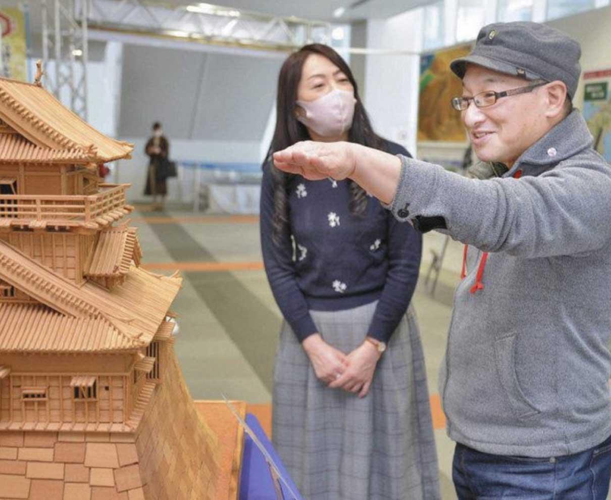 福井の城「見がいある」 春風亭昇太さん、名城展を見学