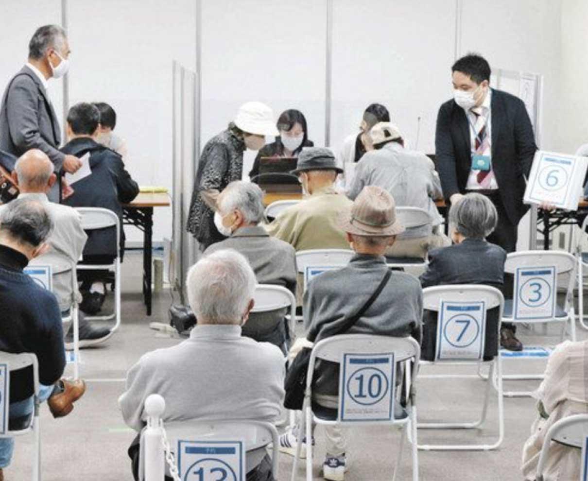 ワクチン窓口 最大2時間待ち 福井市「慌てず予約を」