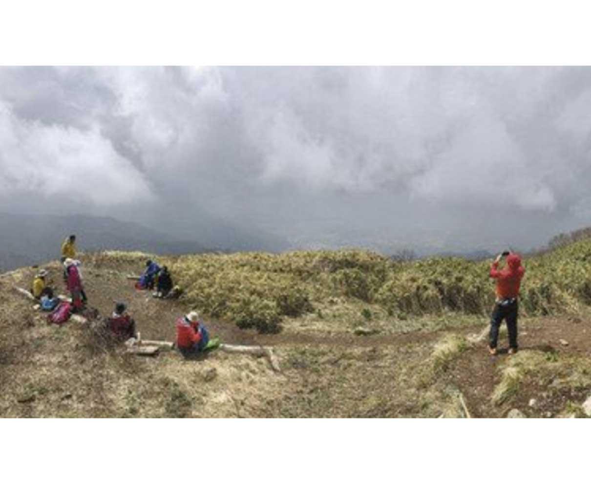 雲海から大パノラマ 荒島岳で山開き