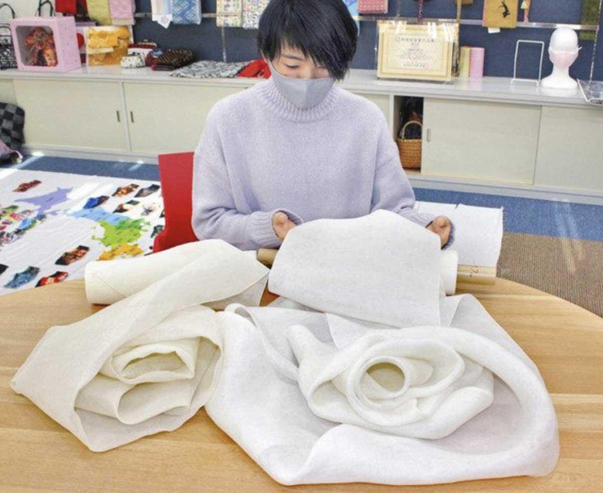 肌に優しい絹マスク 小杉織物(坂井)、京都の会社生地開発