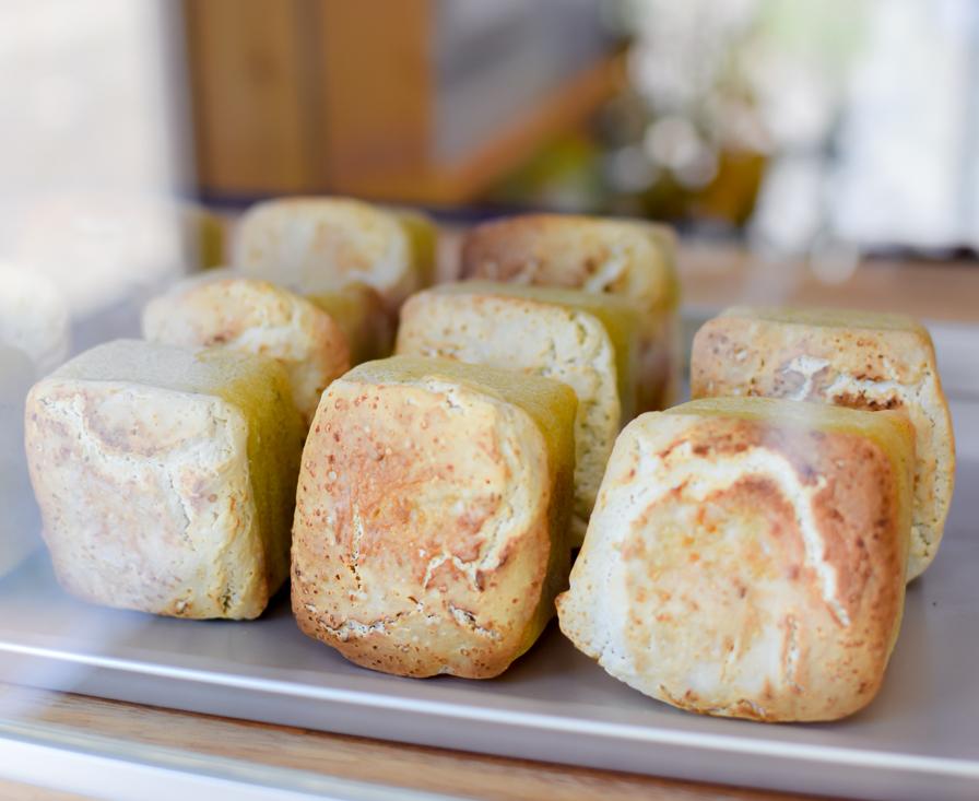『米パン カゼミドリ』は、グルテンフリーの小さなパン屋。からだに優しい素朴なパンを味わって。