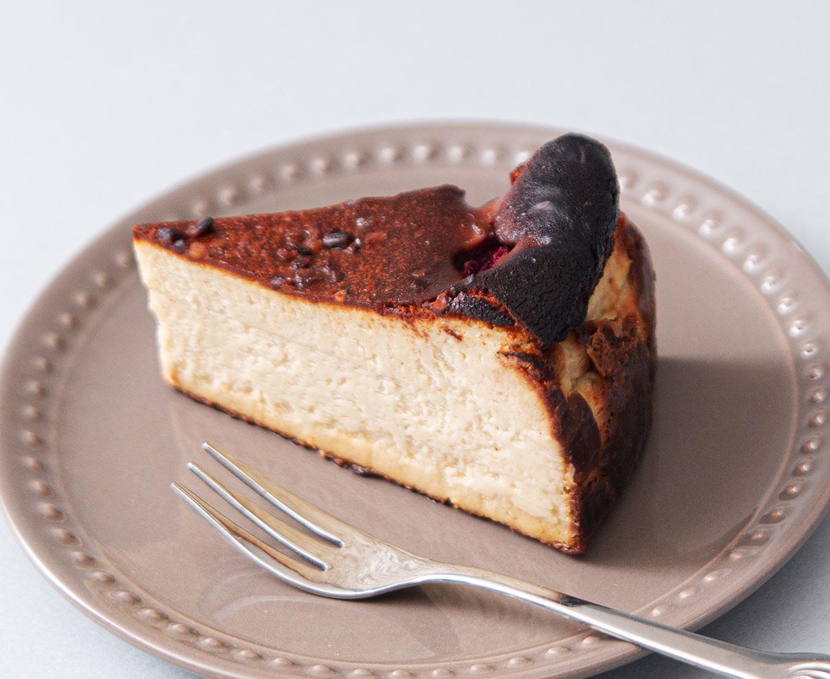 Meringue vanillの苺とピスタチオのバスクチーズケーキ|しあわせな、おやつ