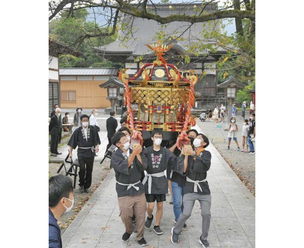 60年以上経て 本神輿を担ぐ 大野・篠座神社若者らフェスで