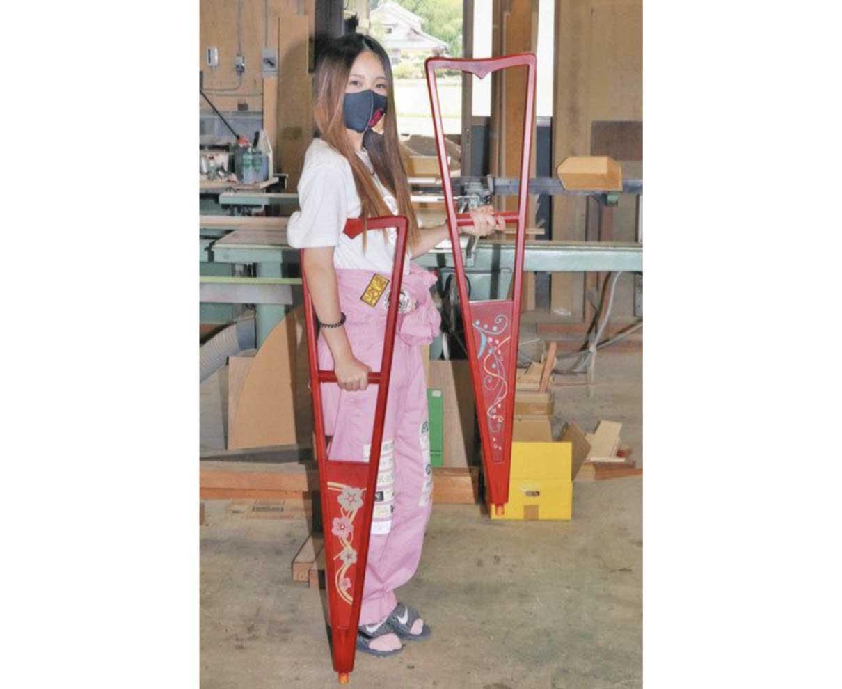 松葉づえを「私の色」に 伝統工芸アイドルグループのMAIさん