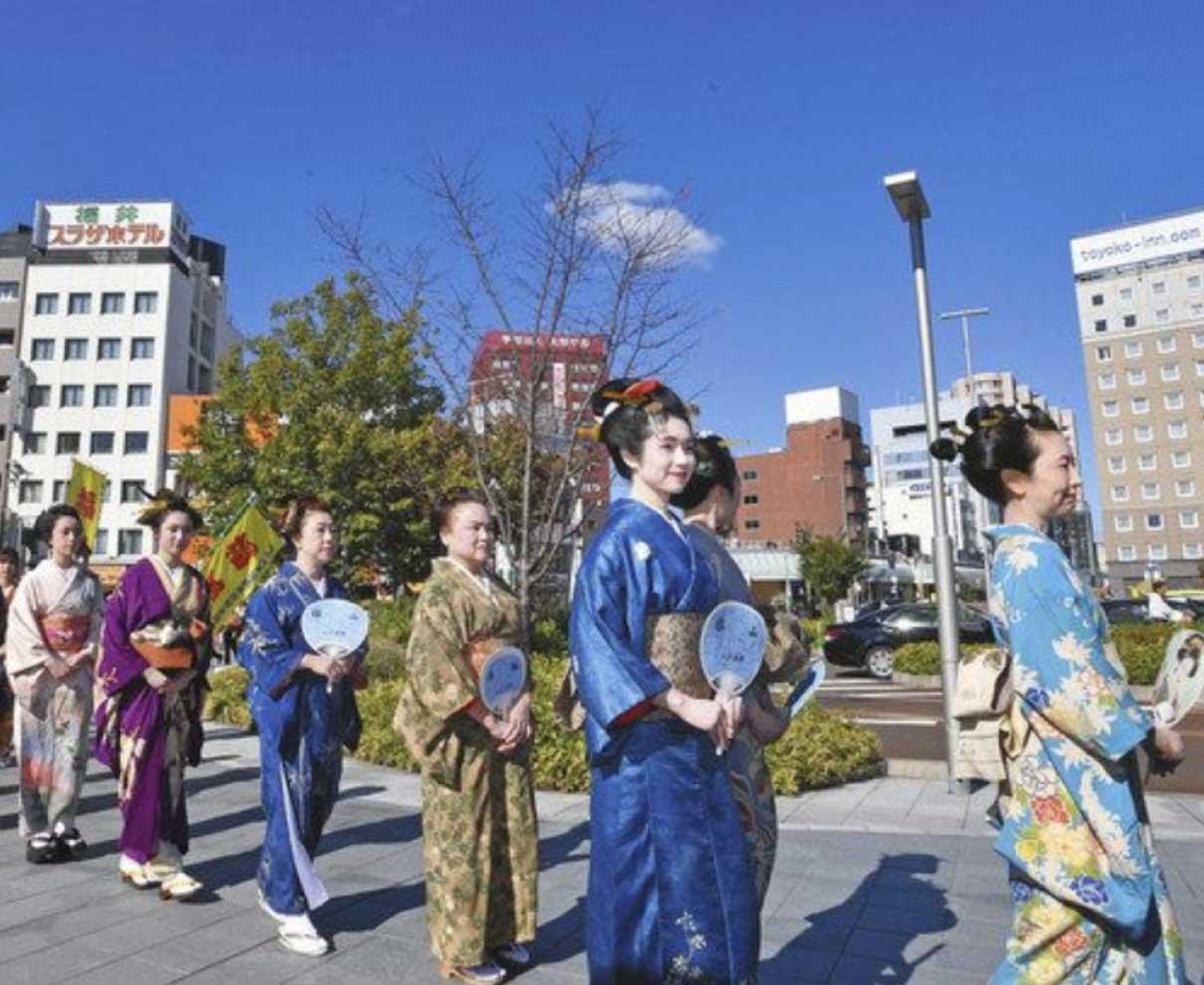 江戸絵巻、福井を練り歩き 県美容業組合が初開催