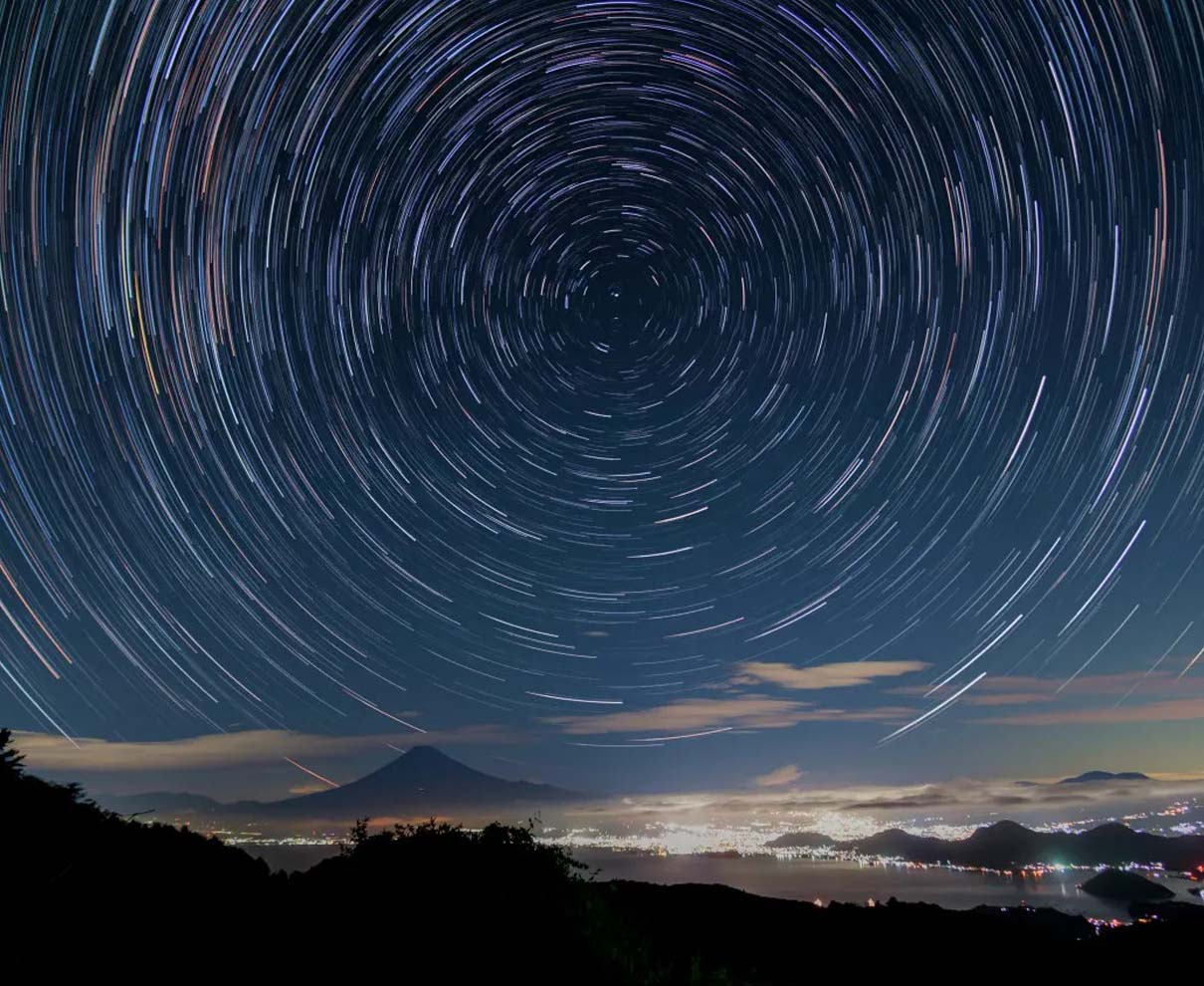 ゆるキャン聖地で星空撮影。駿河湾越しの富士山と北天ぐるぐる