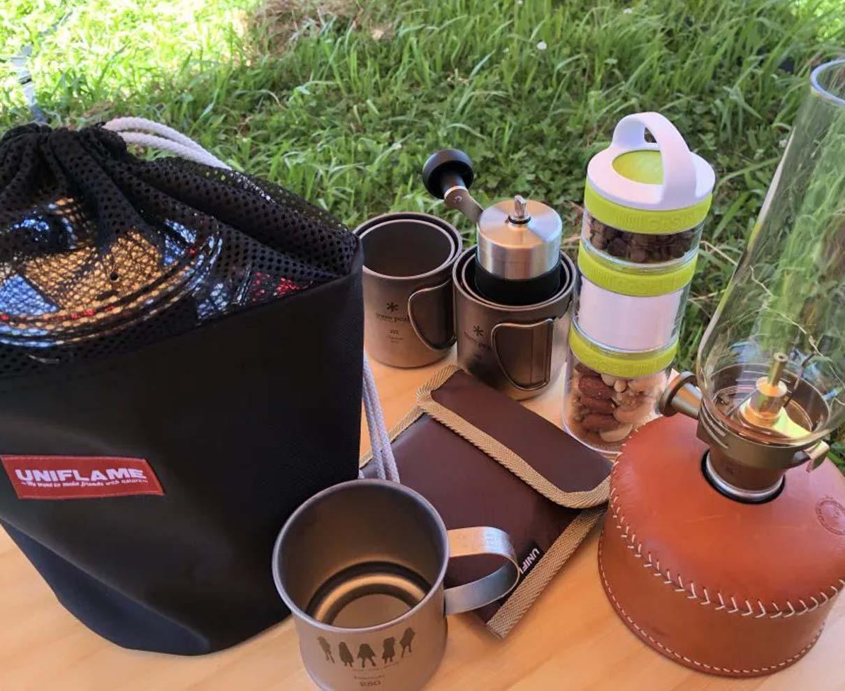キャンプで美味しいコーヒーを淹れたいから豆を挽いて香りを楽しむ