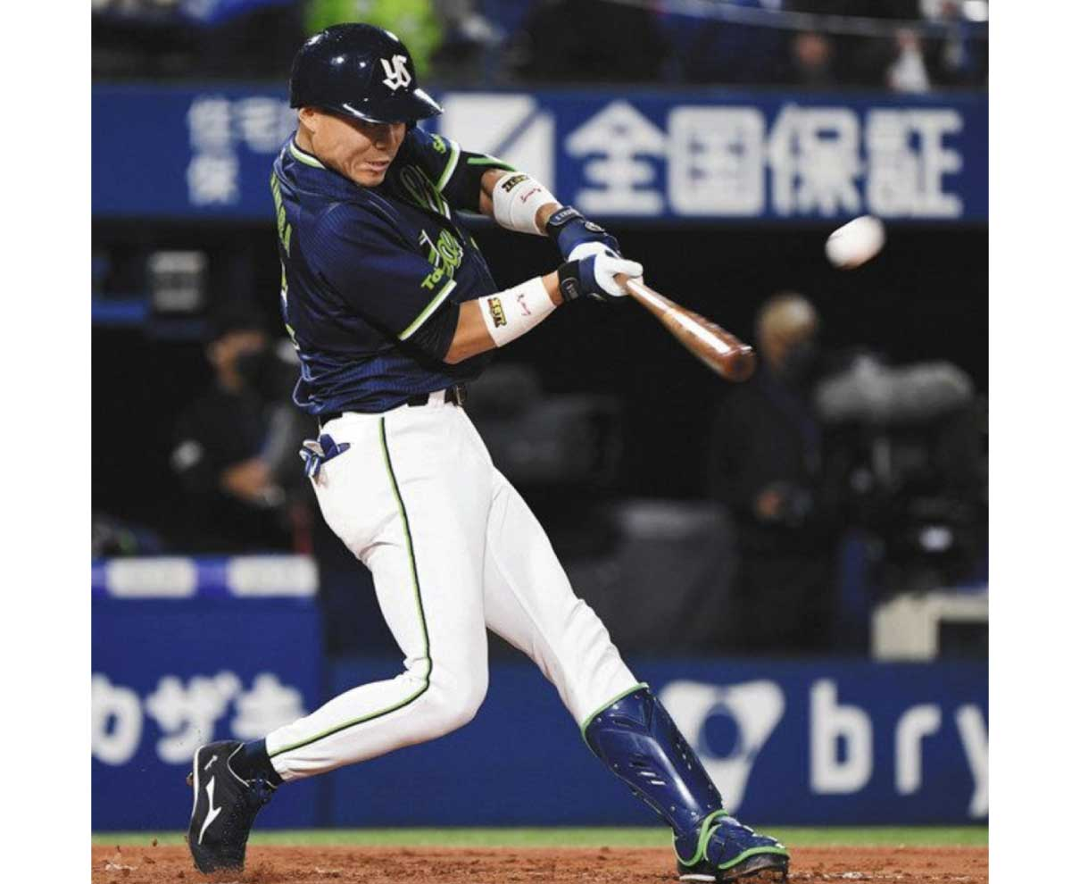 プロ野球ヤクルト リーグV  中村選手 チームの要  攻守で活躍県内関係者喜び 福井商高出身
