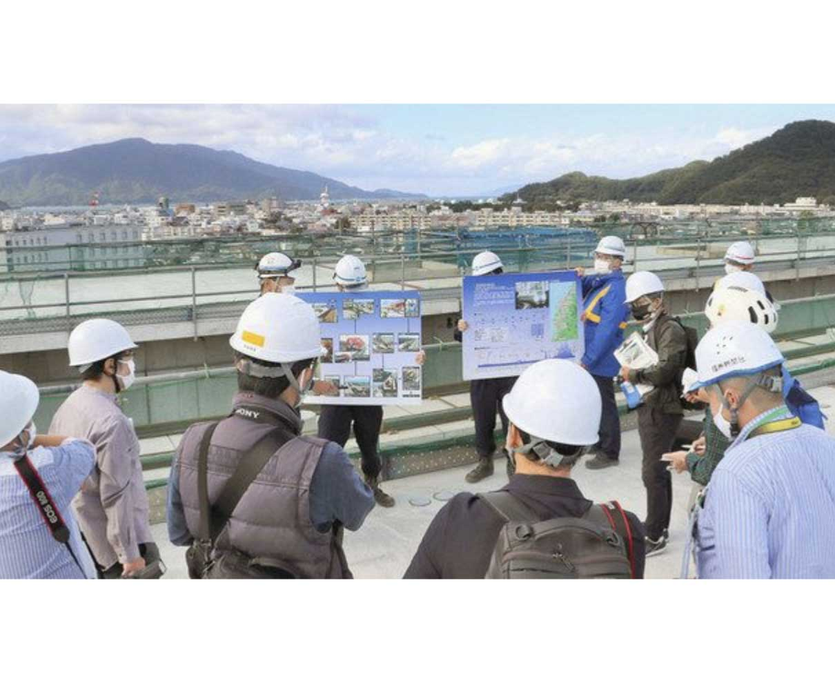 敦賀駅ホーム公開 地上21メートル、市街地を一望